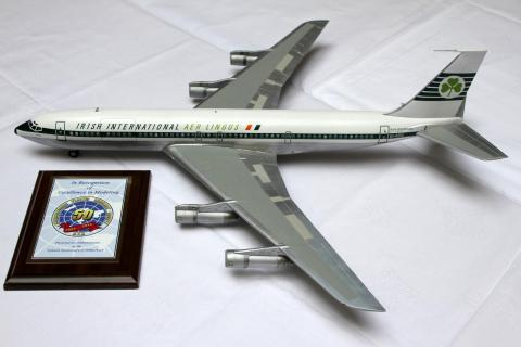 Boeing 707 with award